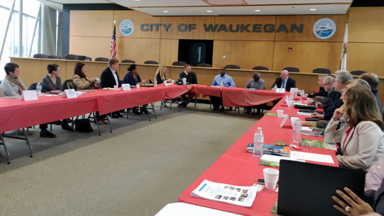 Reunión laboral en City Hall de Waukegan. (edit-oscar) /Foto: O. Zepeda