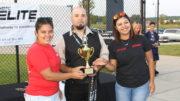 Los entrenadores recibieron sus trofeos. /Foto: J. Zambrano