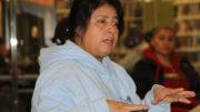 Carmen Cabrera explica detalladamente aspectos sobre los problemas laborales. /Foto: J. Zambrano