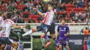 Chivas se mantiene en la cima con 9 unidades. /Fotos: Internet